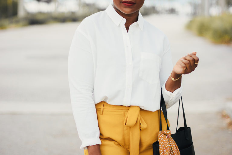 yellow-pants-outfit-ideas-768x512-Rachelle